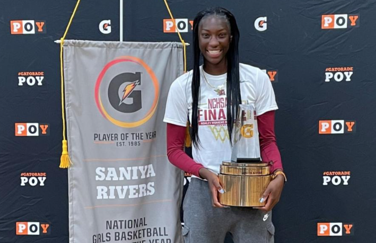 Elena Delle Donne surprises Saniya Rivers with Gatorade National Player of the Year Award