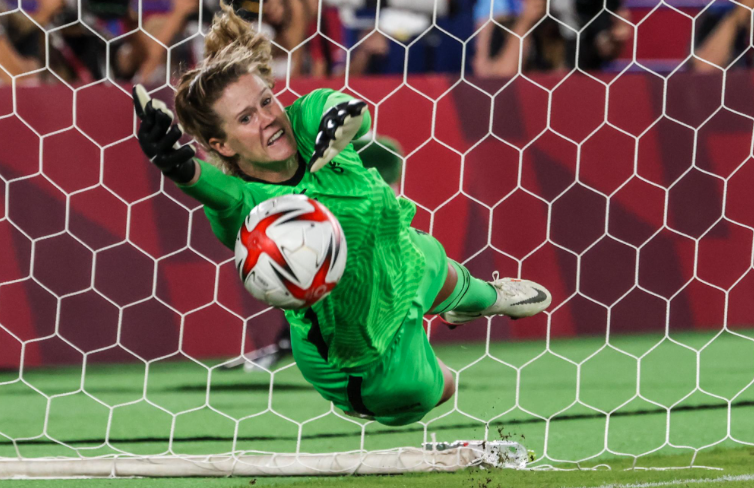 'She's out of this world': Years after replacing Hope Solo in goal, Alyssa Naeher finds her own Olympic stardom