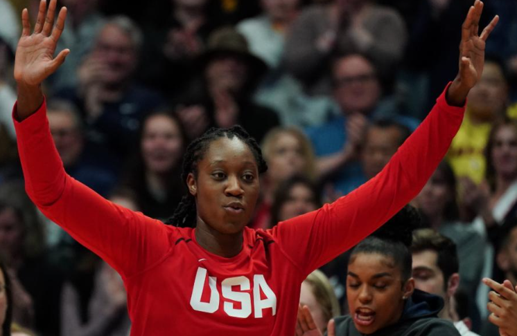 Mystics' Tina Charles throws first pitch for Nationals-Mets at Citi Field